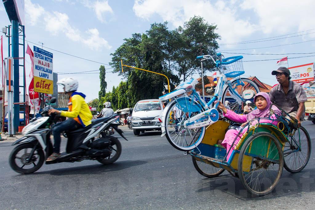 Becak menggendong Sepeda :)
