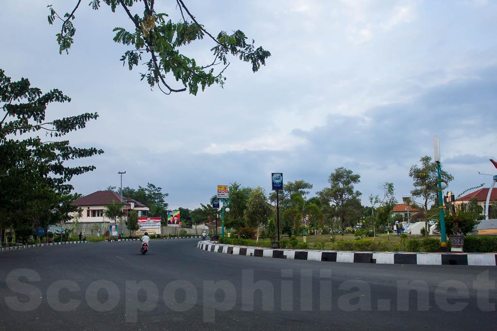 Suasana di dekat Tugu Poci