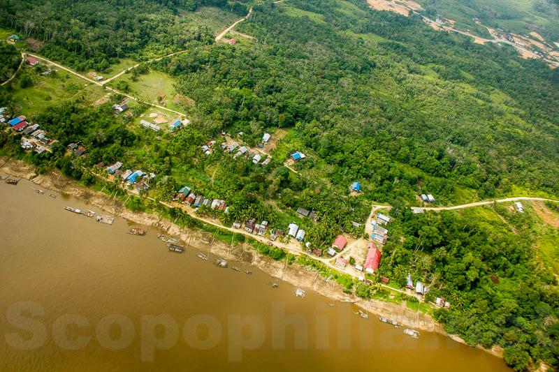 Puruk Cahu di tepian sungai Barito