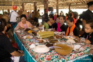 07-Upacara makan adat di Sasadu yang dilakukan pada awal masa tanam dan saat panen
