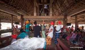 08-Pesta upacara makan adat dilakukan biasanya 7 hari 7 malam sambil makan minum dan menari