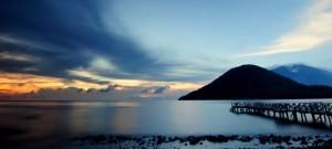 Sunset-Dengan-pemandangan-Gunung-Maitara